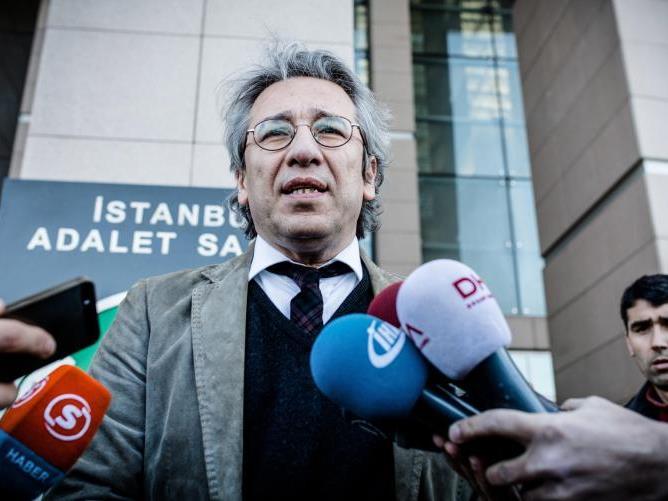 Dündar veröffentlichte Aufnahmen über angebliche Waffenlieferung der Türkei an Extremisten