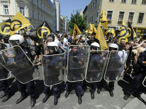 Polizeieinsatz bei den beiden Demos am Samstag.