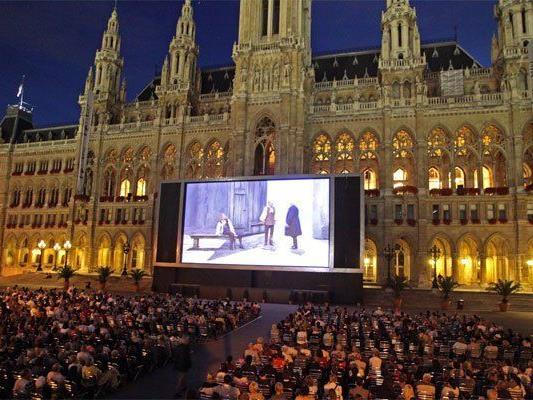 Ein jährliches Sommer-Highlight: Das Film Festival am Rathausplatz.