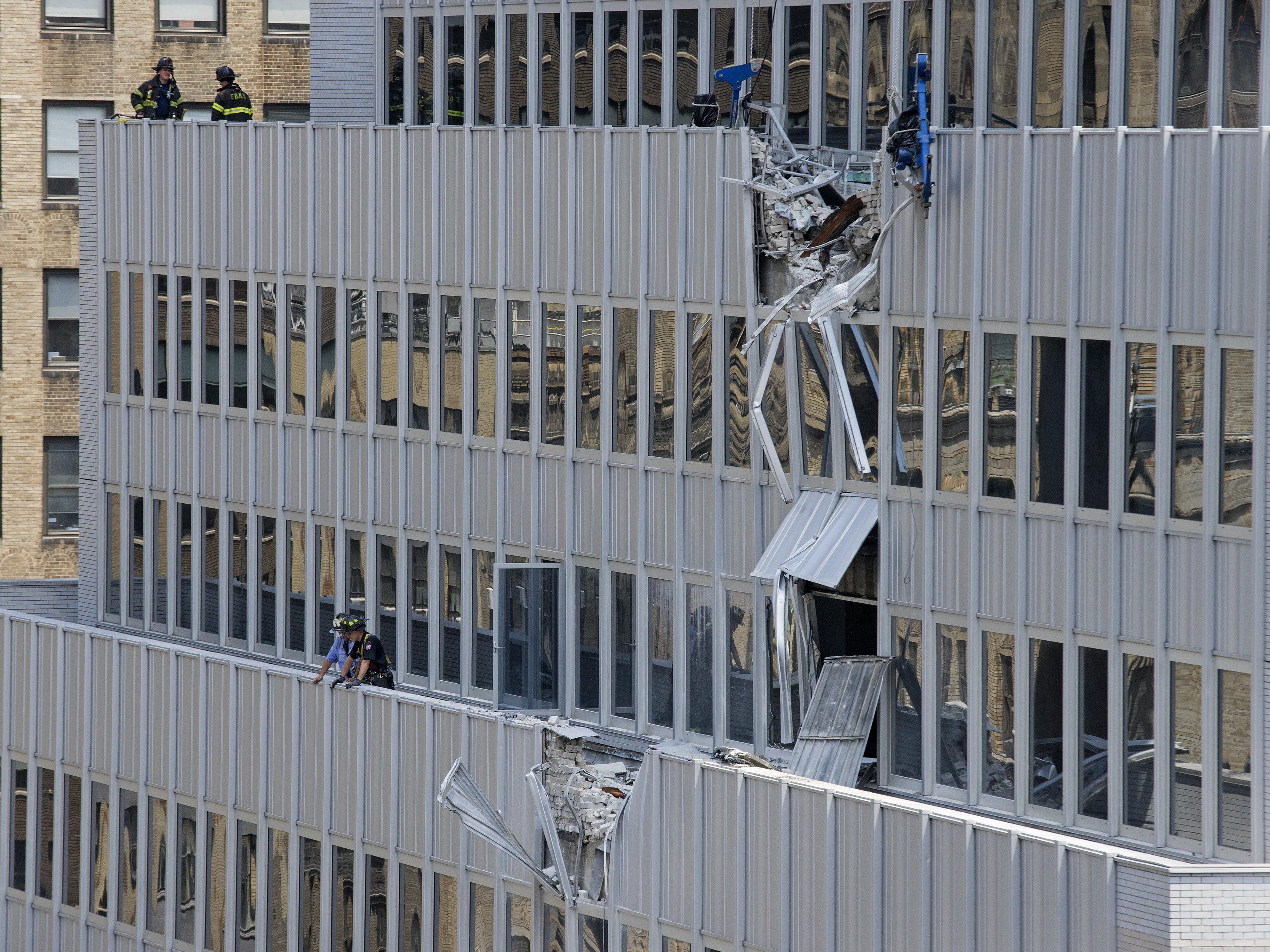 Klimaanlage stürzte 28 Stockwerke auf den Gehweg.