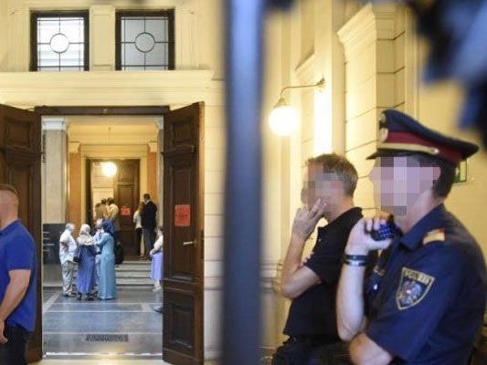 Zum Prozessauftakt gab es ein großes Polizeiaufgebot.