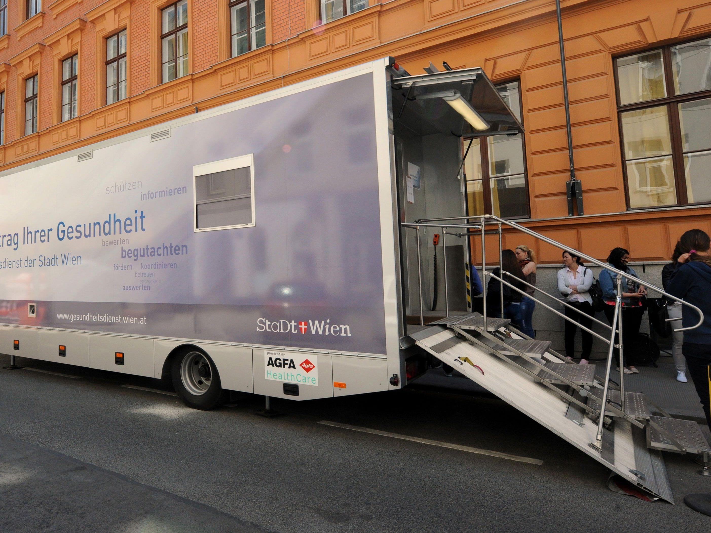 So sehen die Röntgenbusse aus, mit denen vor Ort untersucht werden kann.