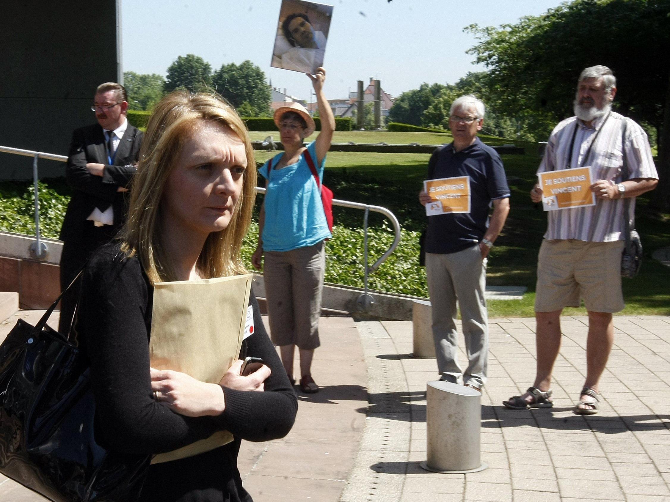 Vincent Lamberts Ehefrau (links) kämpft vor Gericht um sein Recht zu sterben.