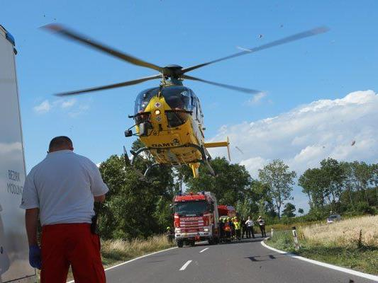 Der Motorradlenker wurde bei dem Unfall schwer verletzt.