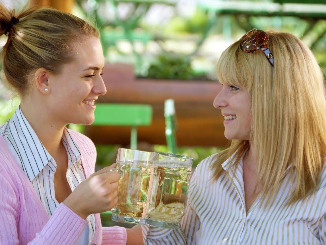 78 Prozent treten zumindest einmal pro Woche mit ihrem engsten Freund oder Freundin in Kontakt