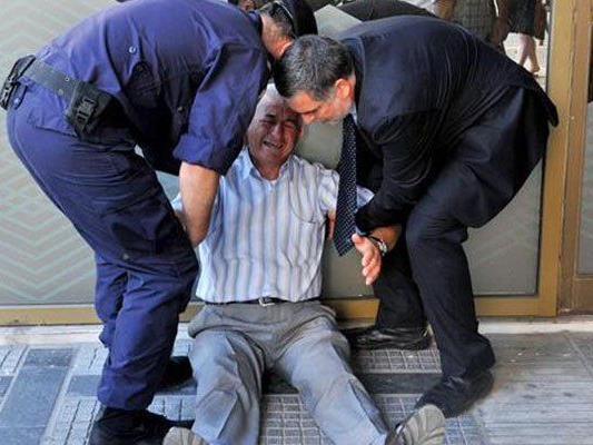 77-Jähriger über eigenes und Elend des Landes entsetzt.