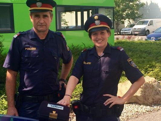 """Viele Streifenwägen der Wiener Polizei sind bereits mit einem """"Defi"""" ausgestattet."""