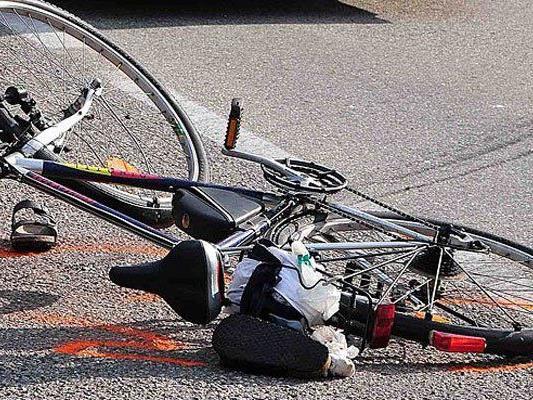 Zwei Radfahrer wurden bei einem Unfall im 16. Bezirk verletzt.