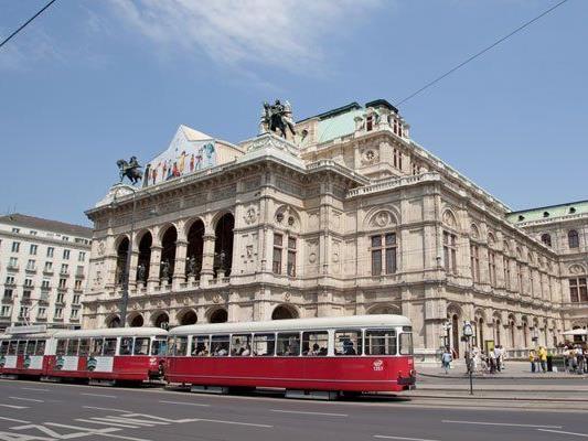 Touristen und Wiener dürfen sich heuer erstmals auf Weihnachtsbeleuchtung am Ring freuen.