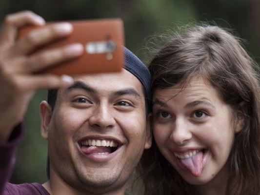 Selfies vor öffentlichen Gebäuden sollen weiterhin erlaubt sein.