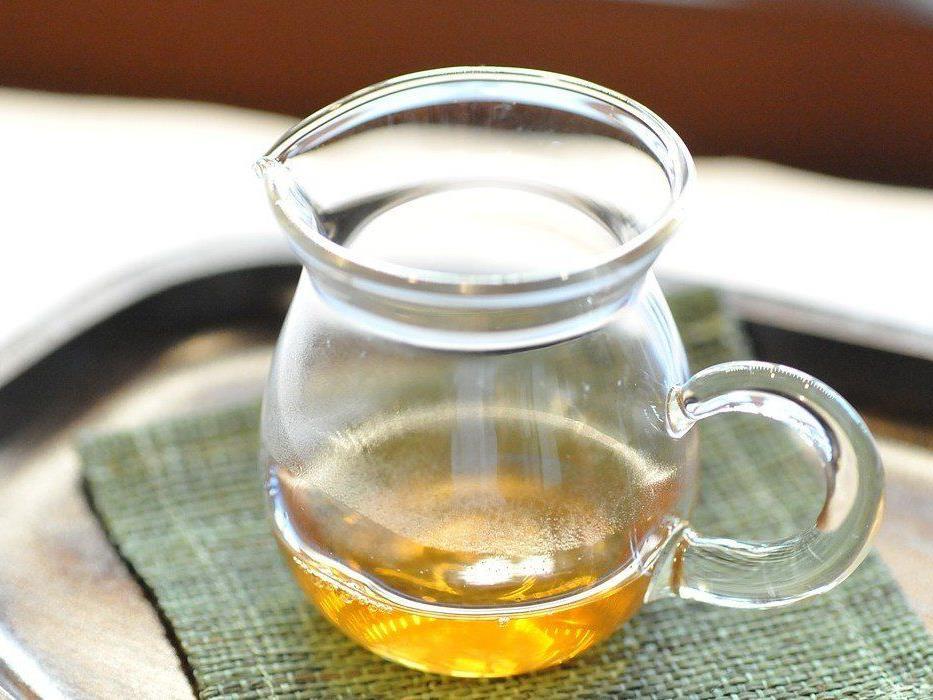 Entschlackende Tees selber machen.