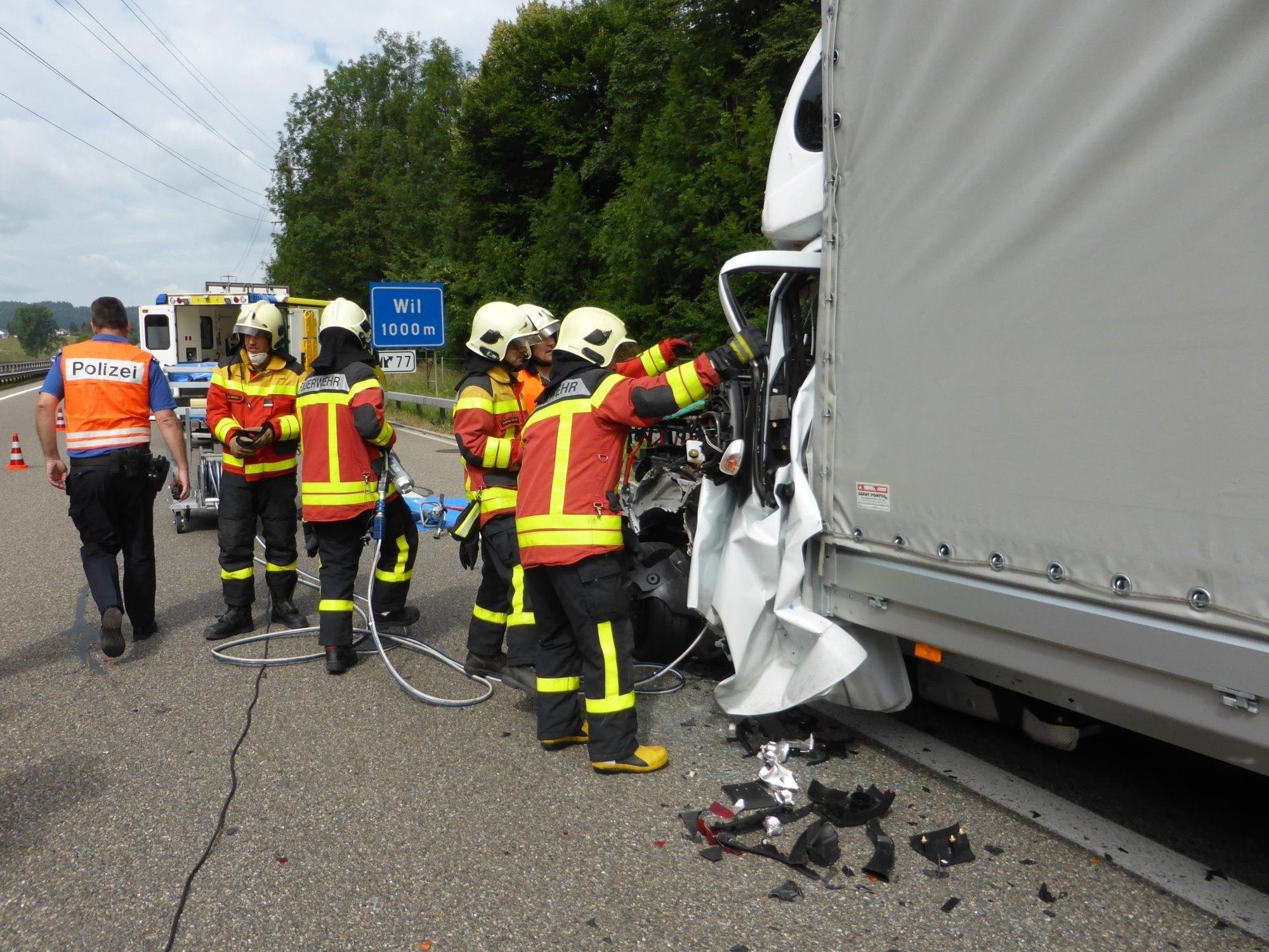 Wil: Schwerer Unfall auf der Autobahn, zwei Vorarlberger involviert.