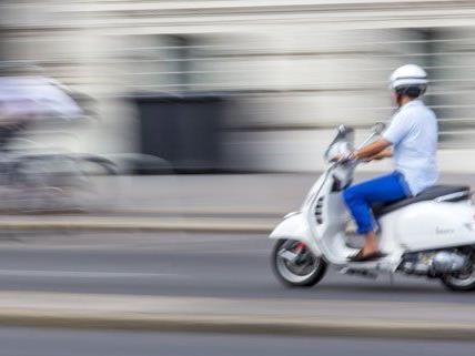Der Mofalenker beging Fahrerflucht und wurde von der Polizei gestellt.