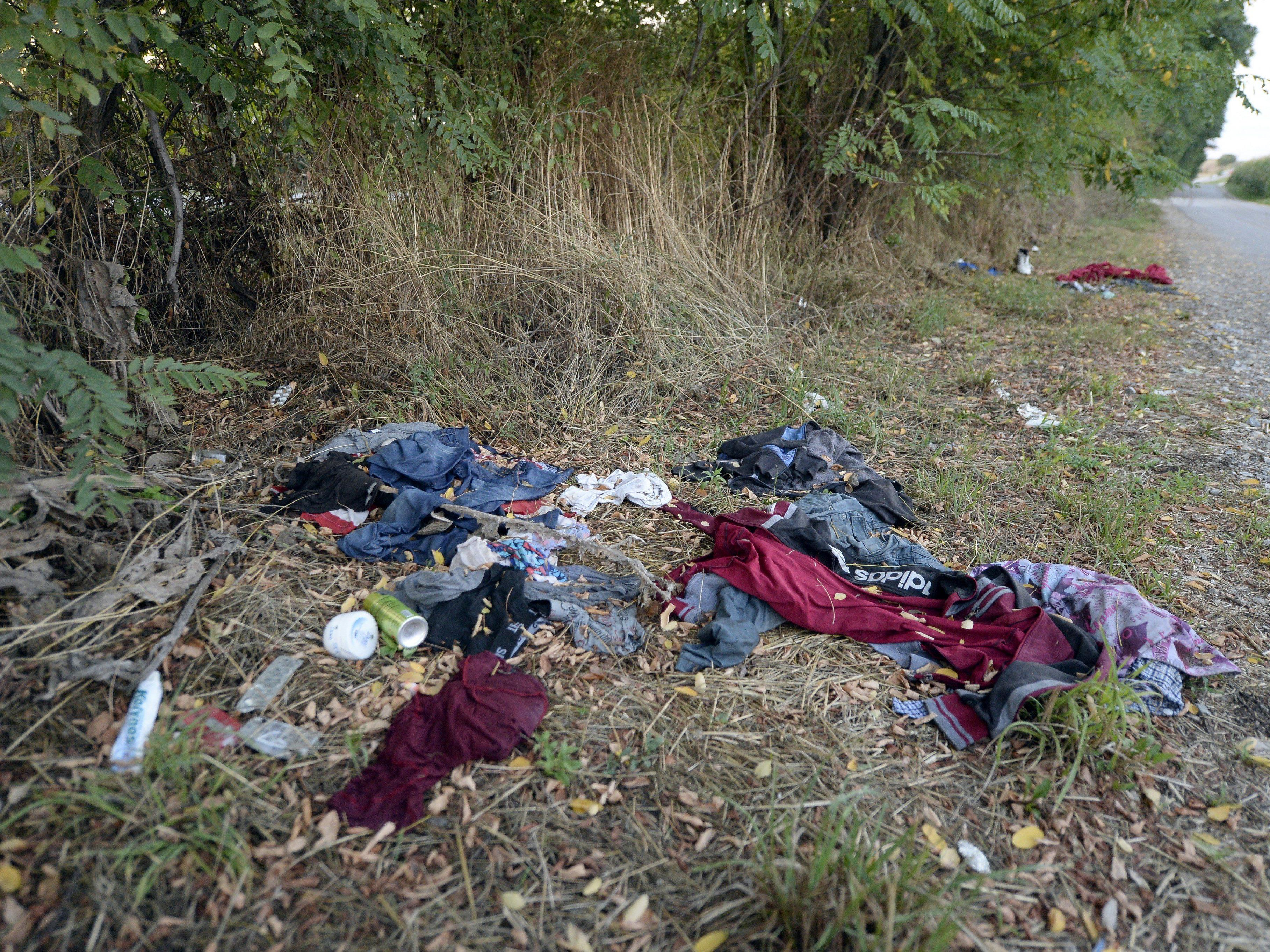 Zwischen 20 und 50 Tote wurden in einem Schlepperfahrzeug auf der A4 entdeckt.