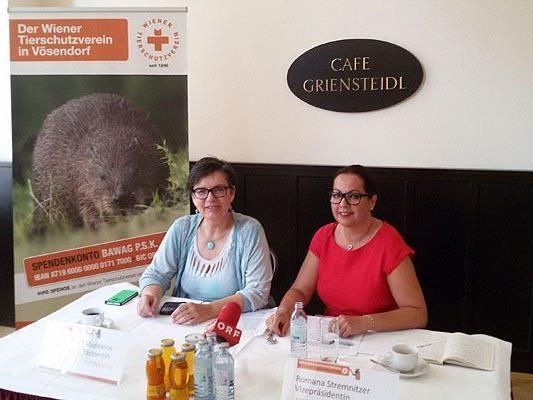 Madeleine Petrovic, Präsidentin des WTV und Romana Stremnitzer, Vizepräsidentin des WTV, beim Pressetermin zum Thema Tierrettung