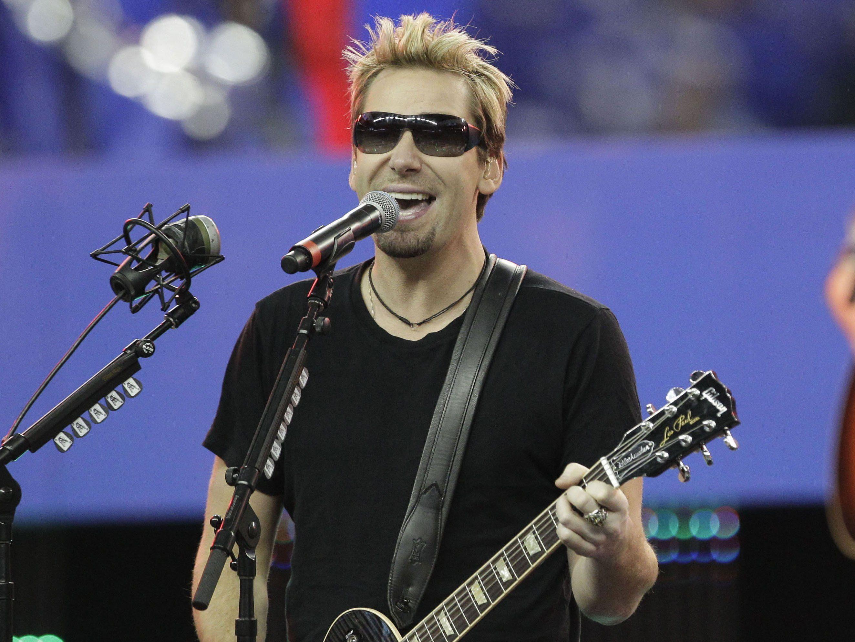 Der Nickelback-Sänger hat eine lange Pause für seine Stimme verschrieben bekommen.