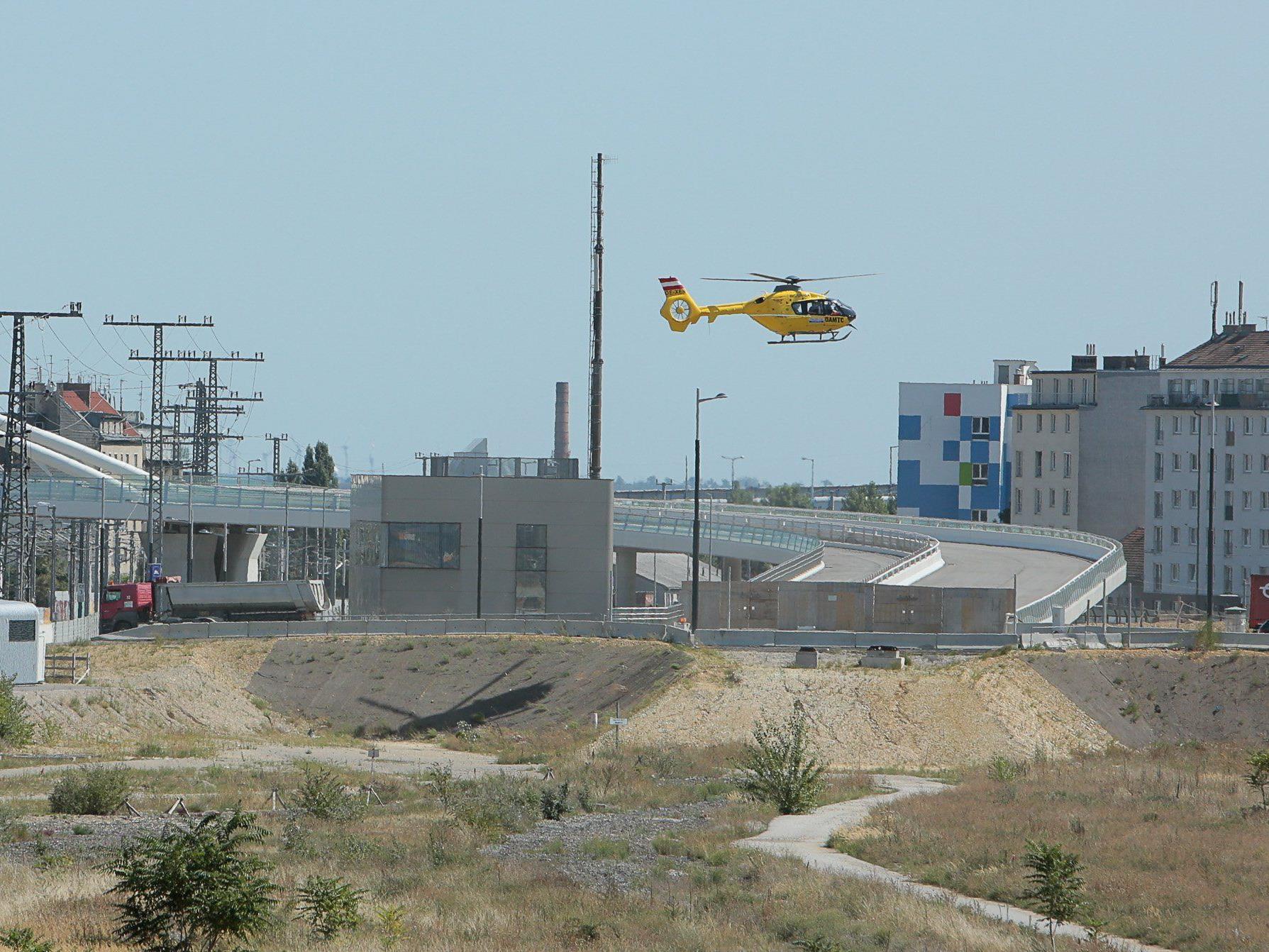 Der Hubschrauber landete am Puchsbaumplatz in Favoriten