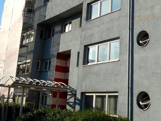 Ein 49-Jähriger soll in Innsbruck seine Frau erdrosselt haben.