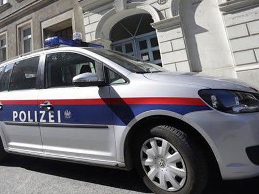 Einsatz in Wien-Donaustadt: Mann attckierte die eigenen Eltern.