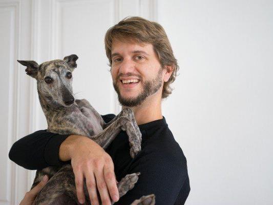 Der Plattform-Gründer mit seinem Hund.
