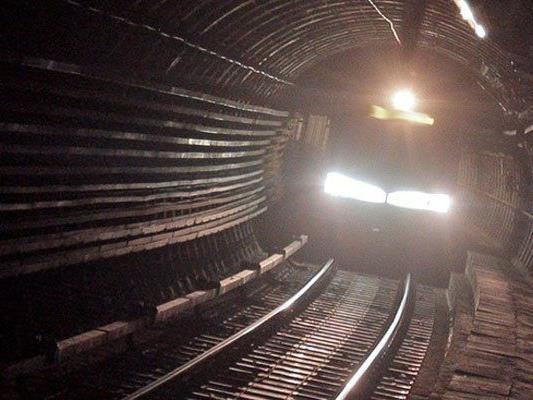 Der Mann wurde von der U-Bahn schwer verletzt.