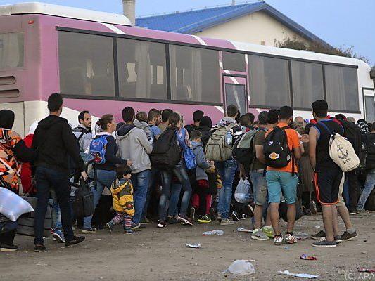 Busse fahren nicht mehr zur ungarischen Grenze