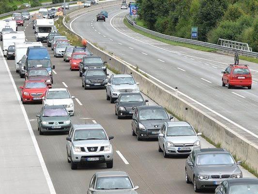 Aufgrund der Sanierungsarbeiten auf der A1 kommt es zu Fahrspursperren.