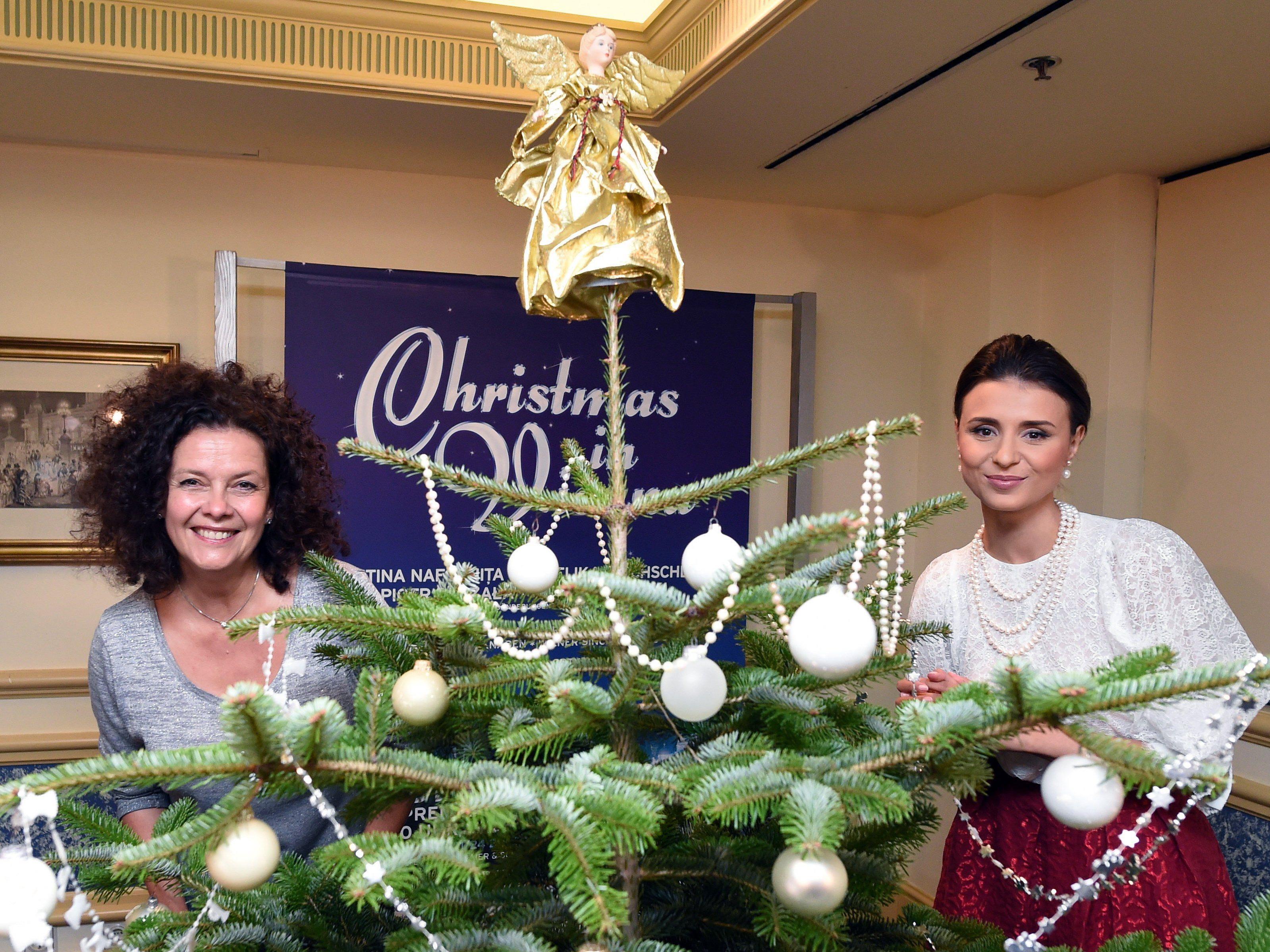 Sängerin Angelika Kirschlaga und Valentina Nafornita bei der Pressekonferenz in Wien.