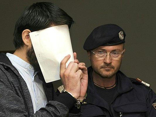 Der Angeklagte vor Beginn des Prozesses in Wien