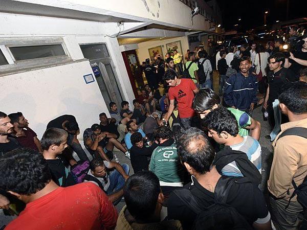 Aktivisten wollen den in Ungarn gestrandeten Flüchtlingen helfen