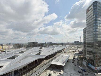 Der Mann drohte am Wiener Hauptbahnhof mit Selbstmord.