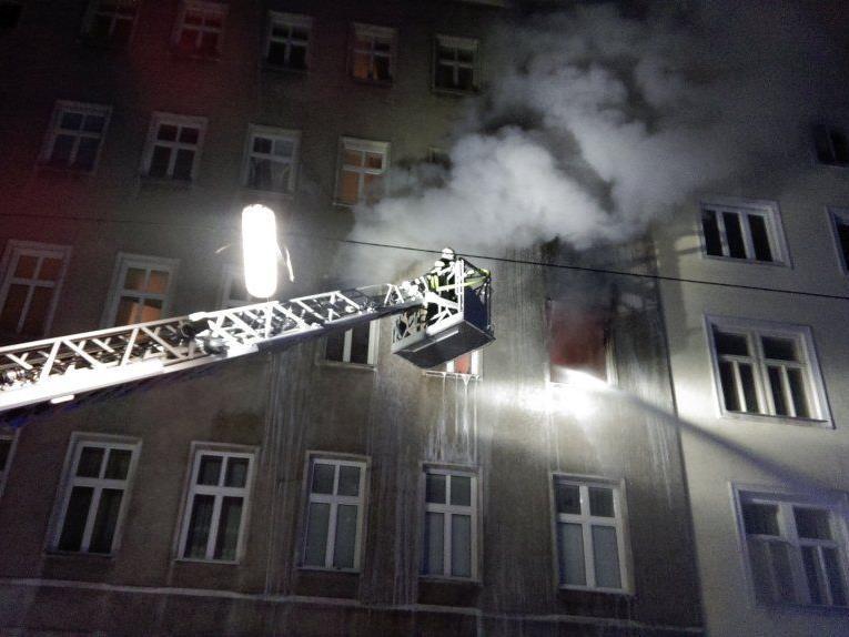 Die Feuerwehr beim Einsatz im 3. Bezirk.