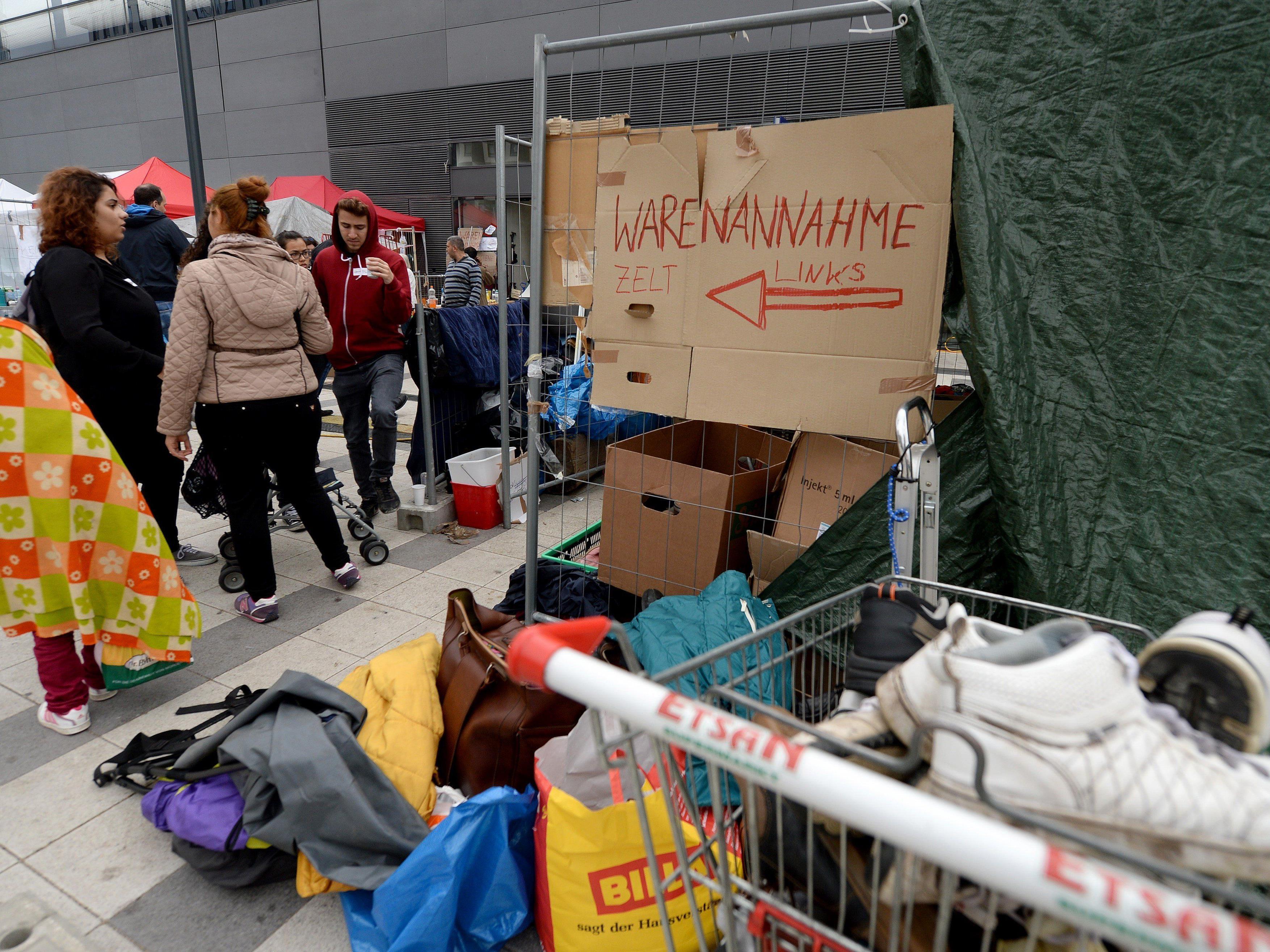 """Der Organisation """"Train of Hope"""" gehen am Wiener Hauptbahnhof die Spenden aus."""