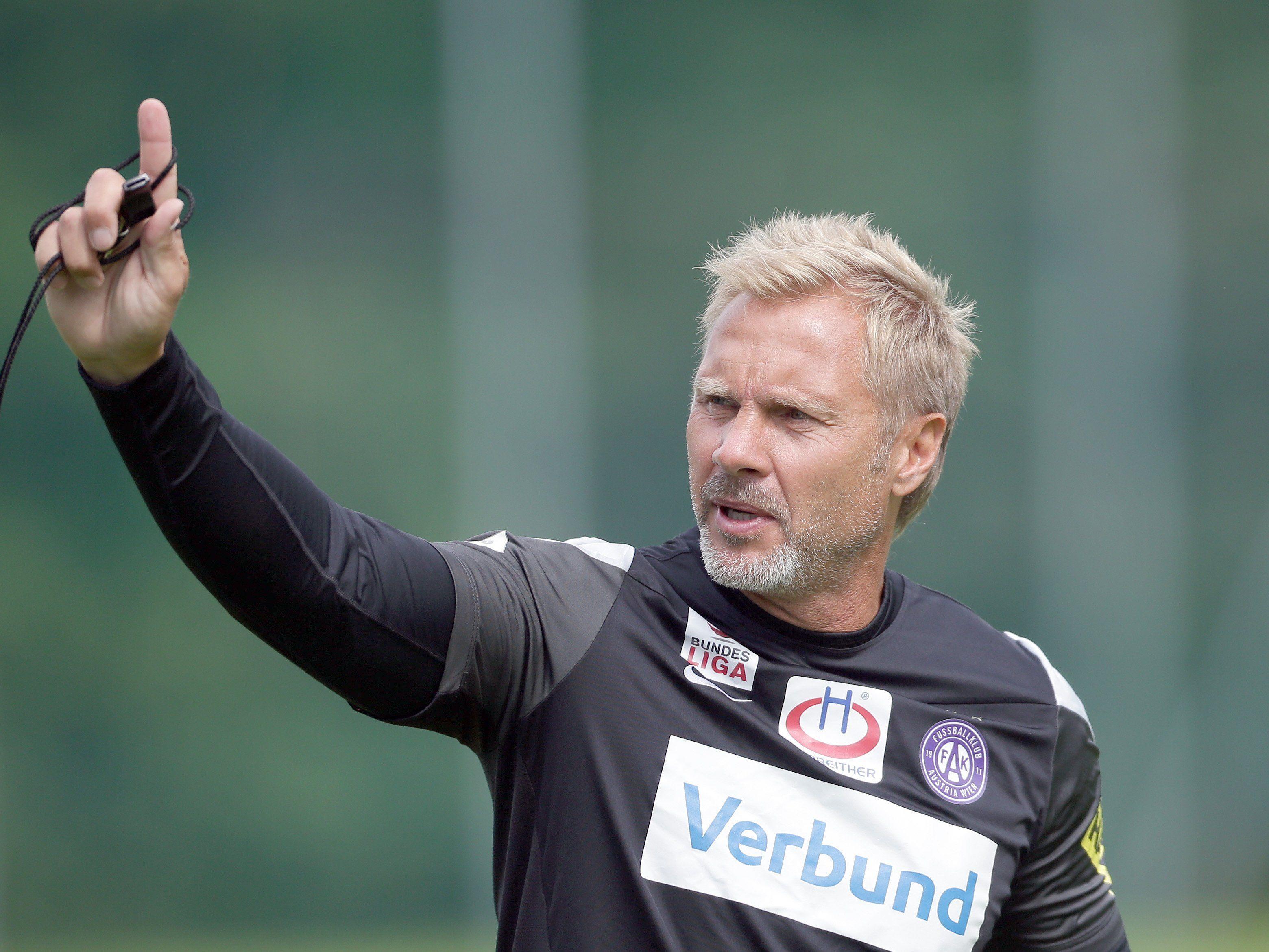 Trainer Thorsten Fink hat bei der Austria alles im Griff.