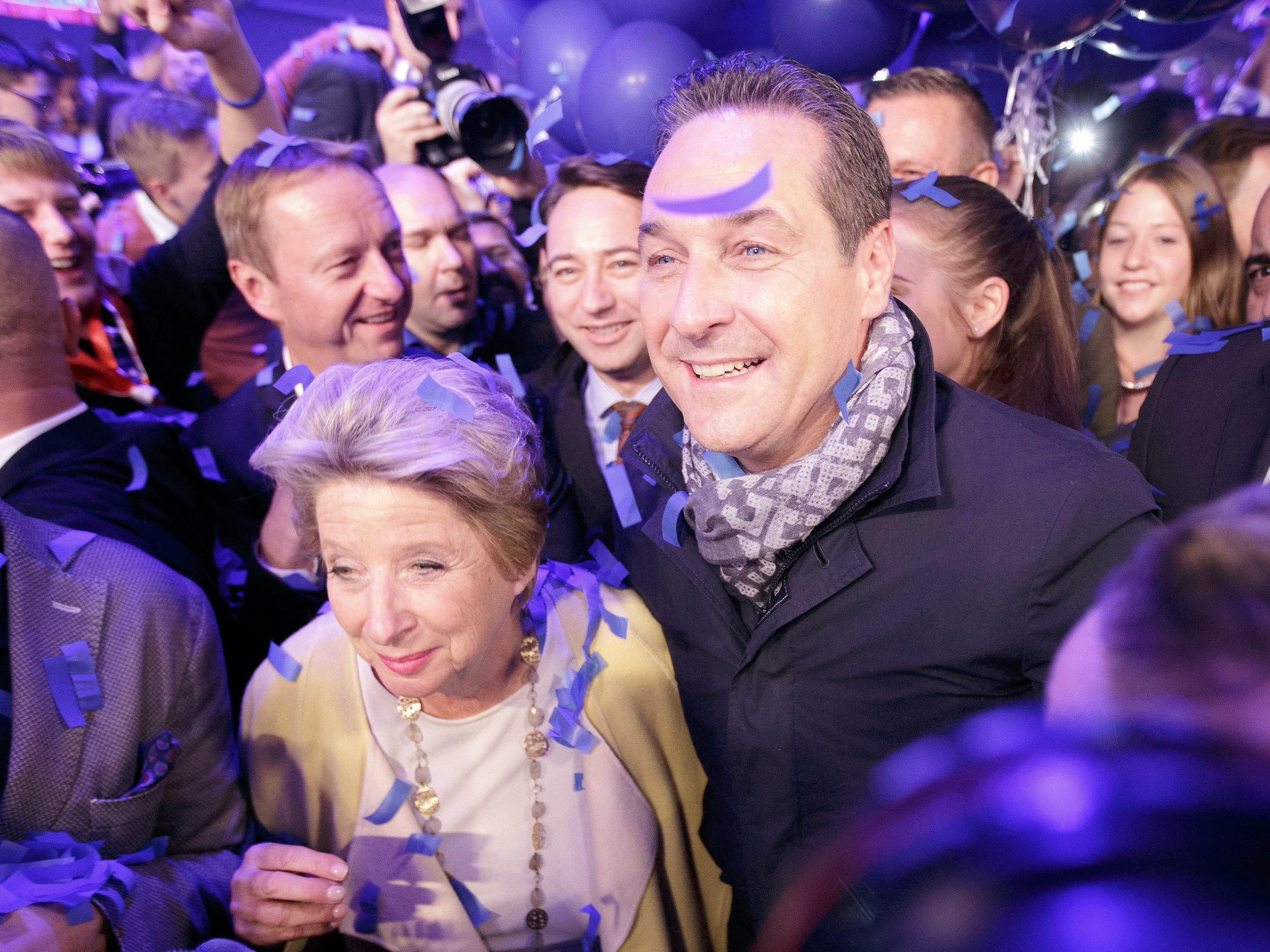 """Wien-Wahl - Strahlegesichter bei Strache-Sause: """"Hab euch alle lieb"""""""