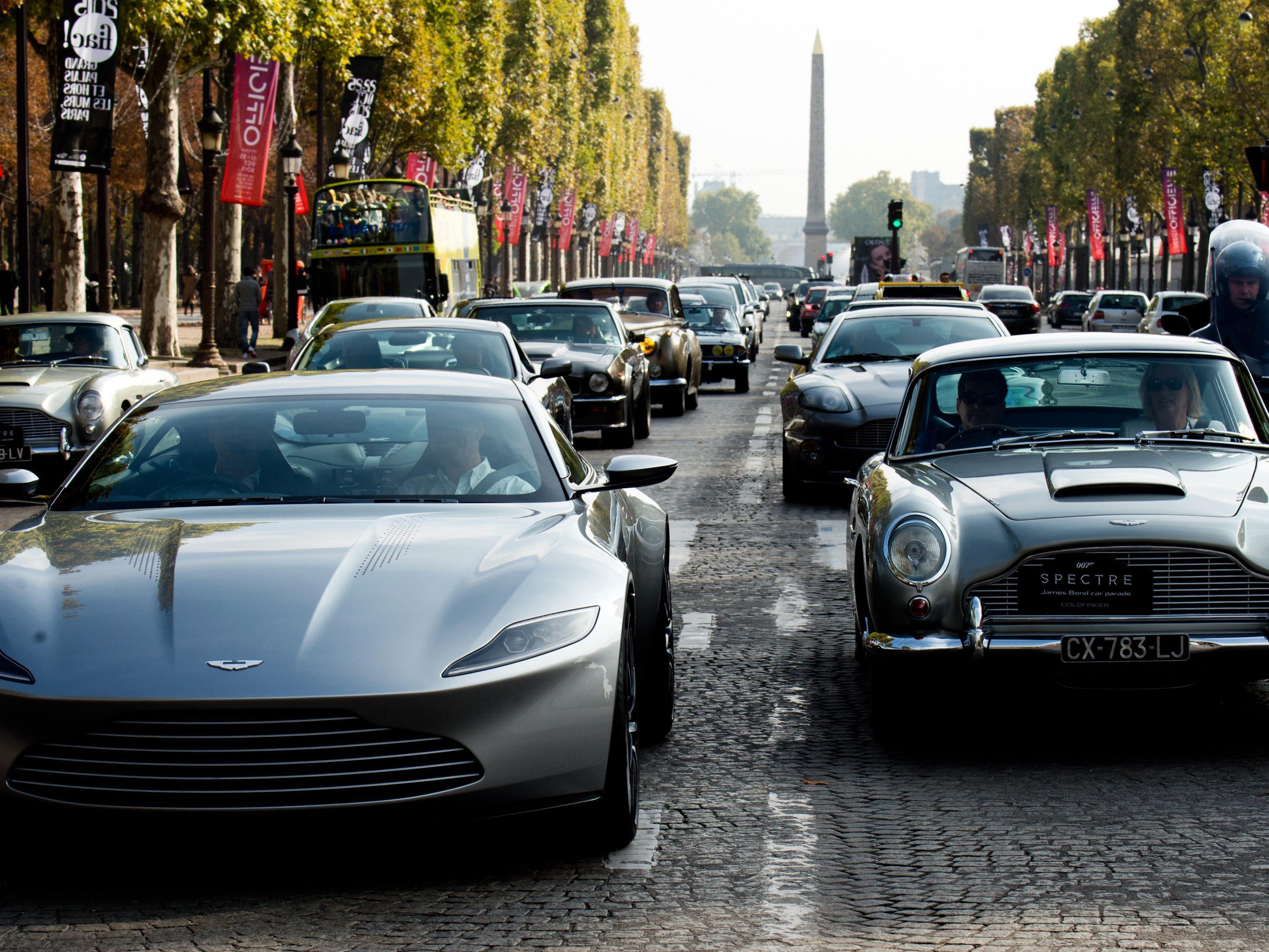 Bond heute und gestern: Der neue DB10 neben dem legendären DB5.