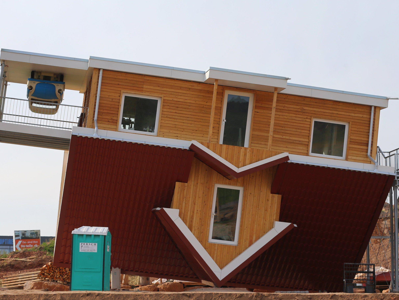 EIne Hamburger Firma hat das skurrile Haus umgesetzt