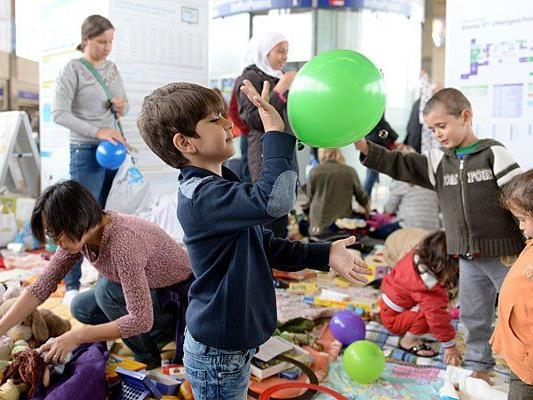 Flüchtlingskinder am Wiener Westbahnhof