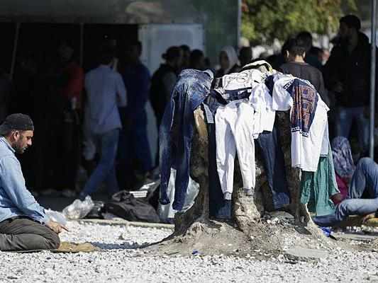 Flüchtlinge in einem Auffanglager auf Lesbos
