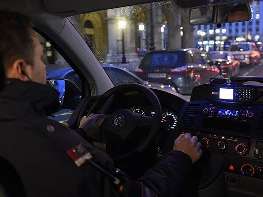 Die Autodiebe gerieten in eine nächtliche Polizeikontrolle