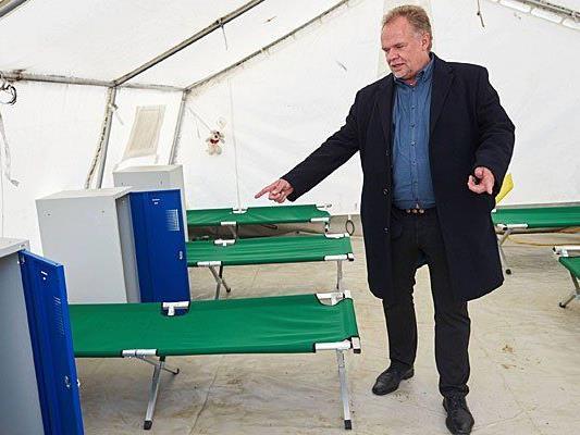 Kilian Kleinschmidt beim Medientermin im Erstaufnahmezentrum Traiskirchen