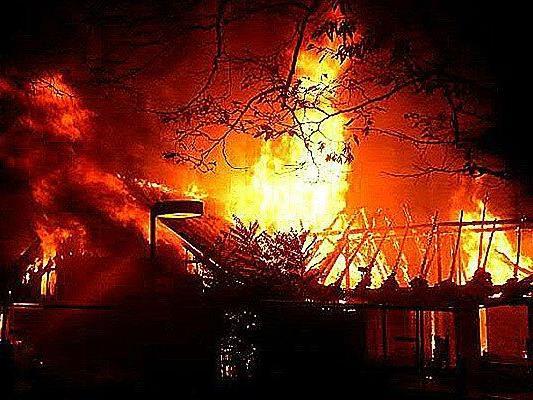 Nach dem Brand in einem leer stehenden Lokal, der ehemaligen Mostschenke, wurden fünf bis zur Unkenntlichkeit verkohlte Leichen entdeckt