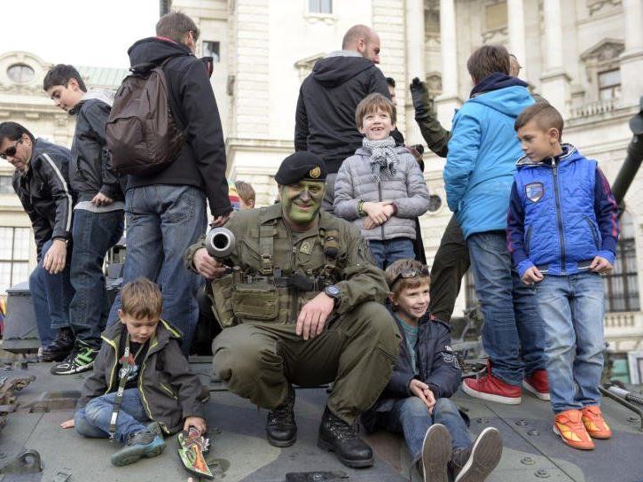 Besonders die Kleinen hatten Spaß am Wiener Heldenplatz.