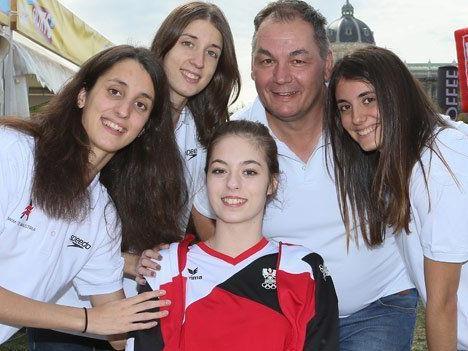 Der Erlös des Projekts kommt den verunglückten Sportlerinnen zugute