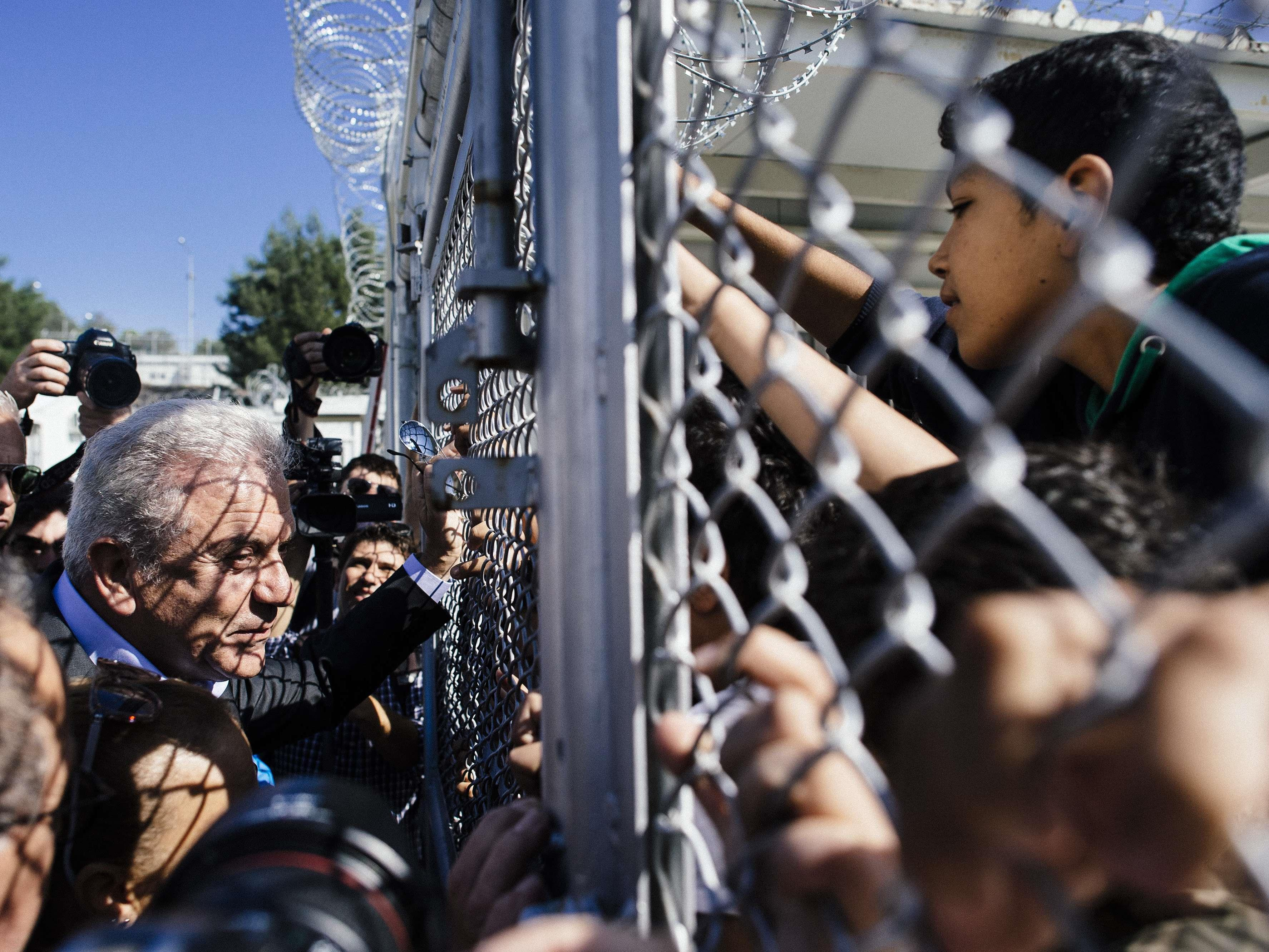 EU-Kommissar Dimitris Avramopoulos auf Lesbos.