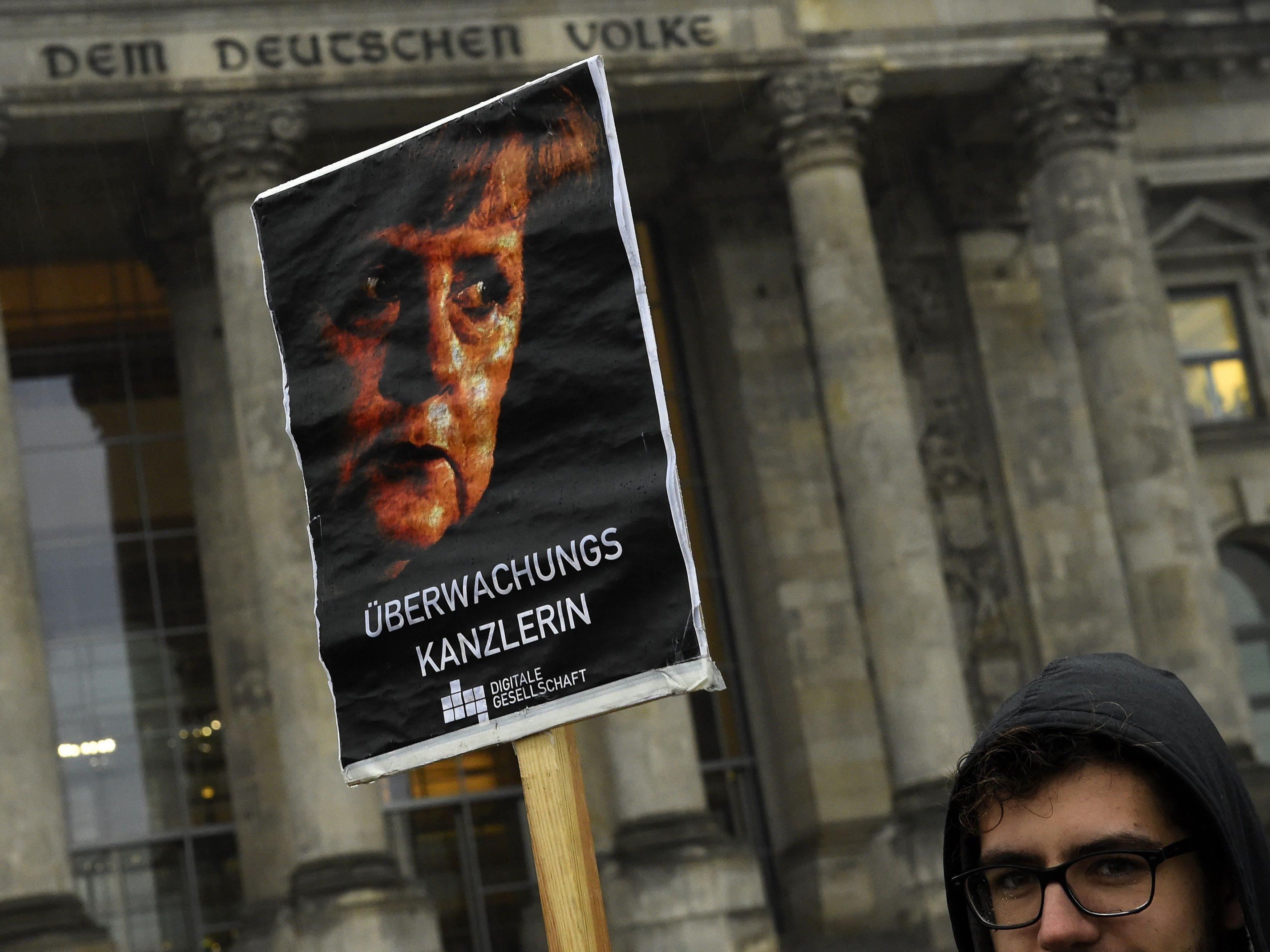 Während im Bundestag die VDS beschlossen wurde, demonstrierten davor Überwachungsgegner.
