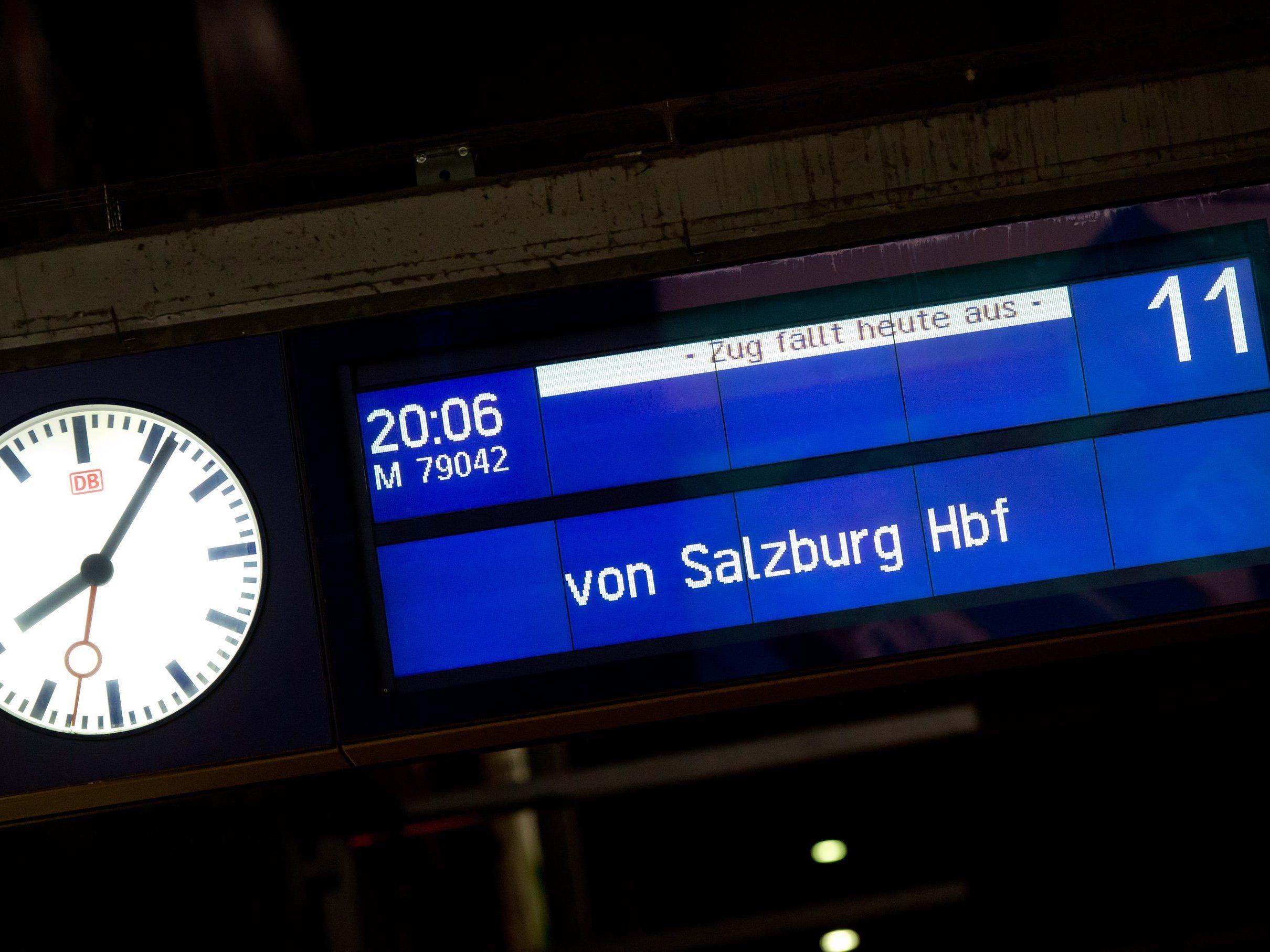 Züge mit Fahrgästen heute nur Richtung Österreich - Ab morgen eingeschränkter Verkehr in beide Richtungen.
