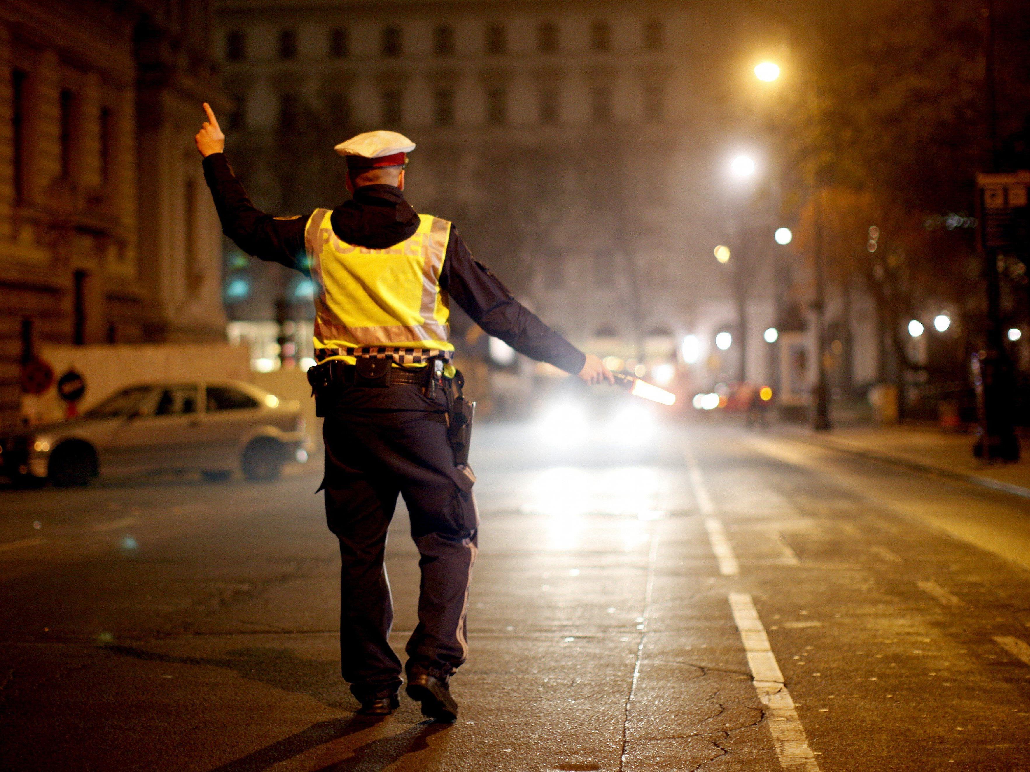 Die Wiener Polizei nahm den Alko-Lenker schließlich fest.