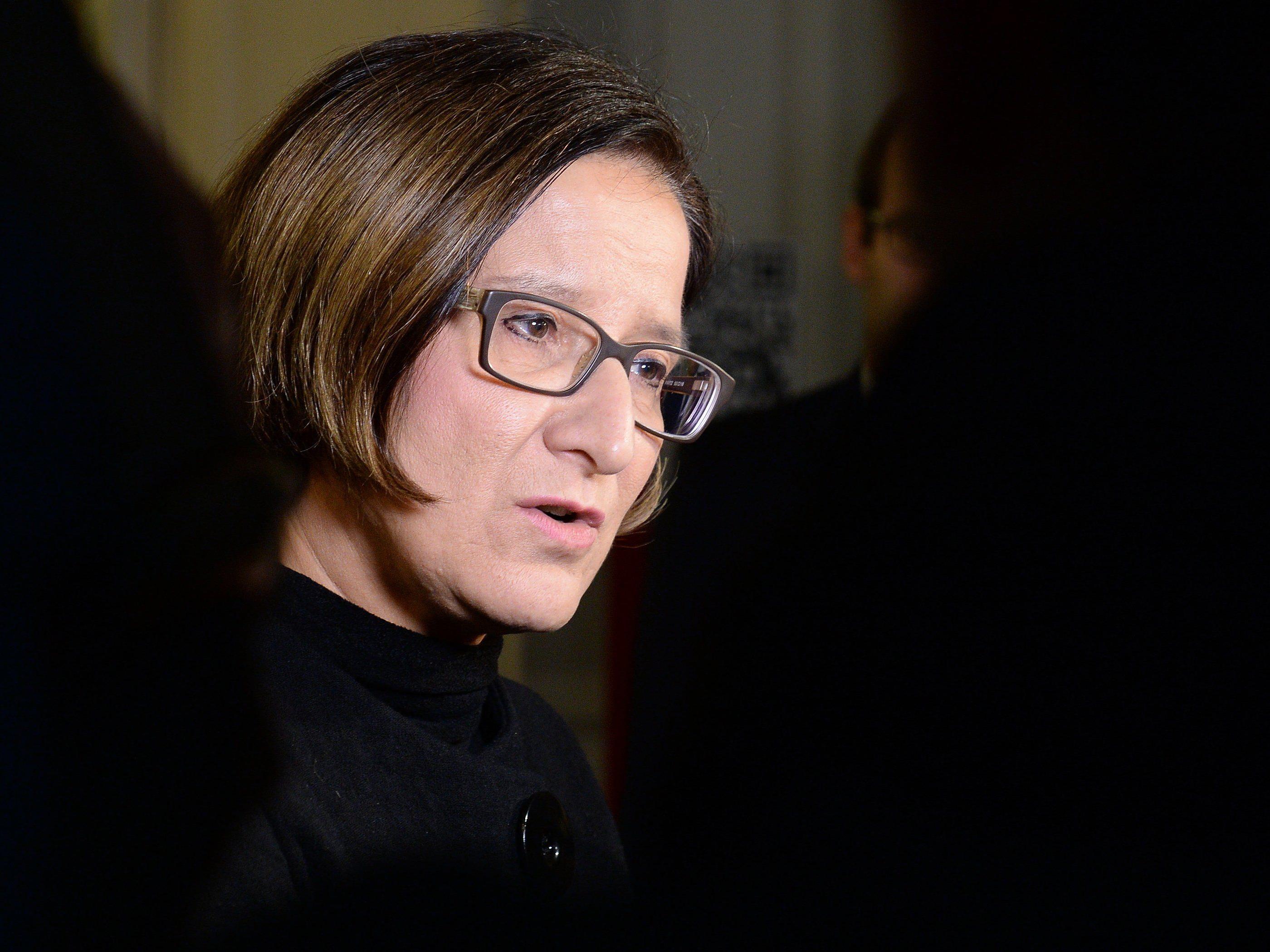 Johanna Mikl-Leitner verteidigt die Entscheidung zu den baulichen Maßnahmen an der Grenze.