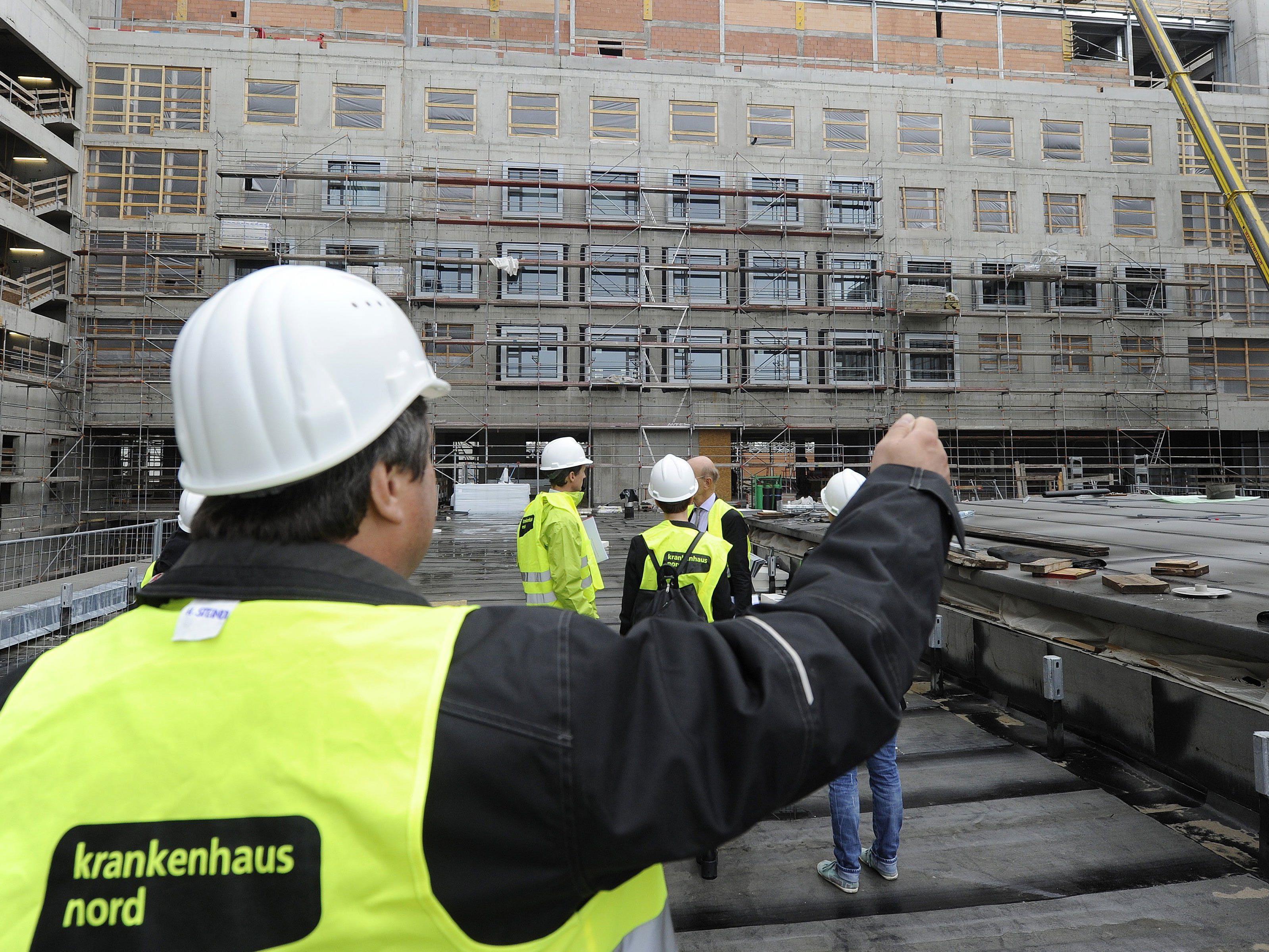 Die Bauarbeiter des Krankenhaus Nord werden noch länger zu tun haben.